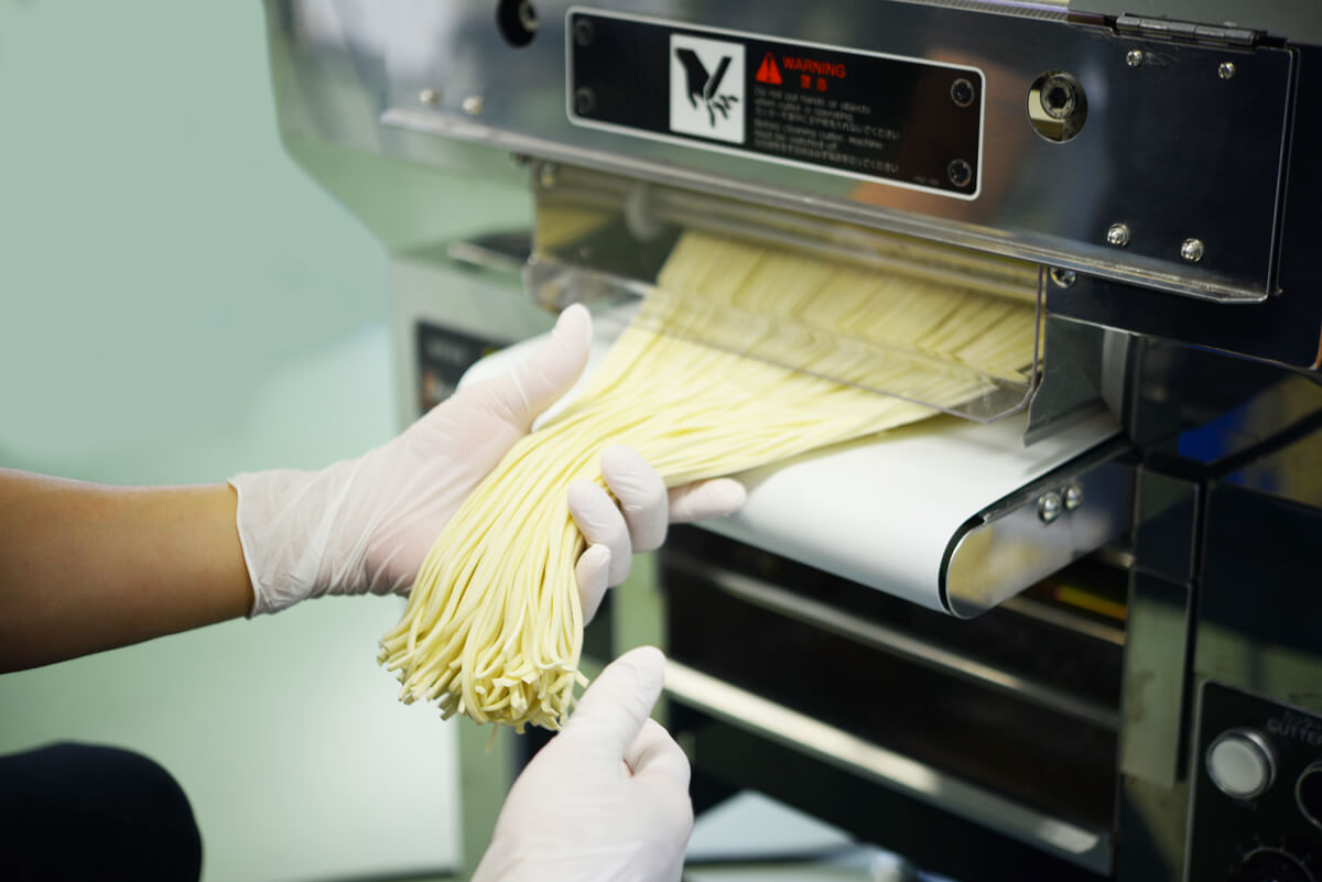 ramen noodle making machine - cutting process