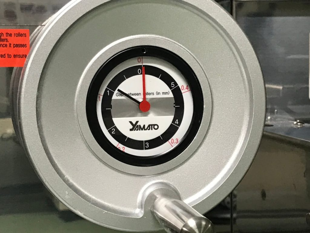 With this you can adjust clearance between rollers on ramen machine - roller gap set to 1.0mm