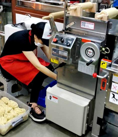 making ramen on a ramen machine