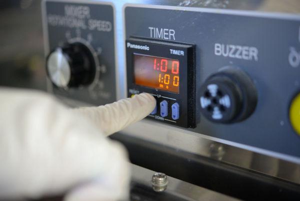 setting a timer on a mixer tank of a ramen machine
